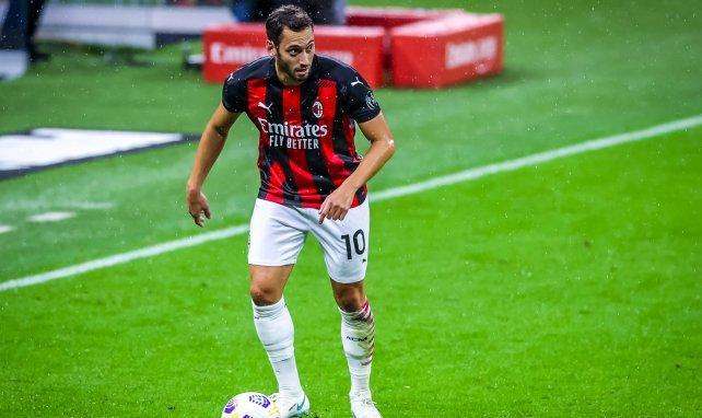 El Inter de Milán se incorpora a la puja por Hakan Çalhanoglu